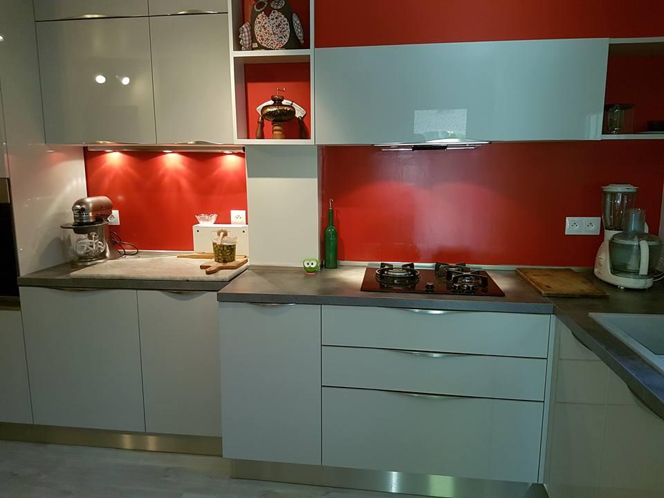 Réalisation d'une cuisine portes laque monoface par SOCODI VENETA cuisines aix en provence