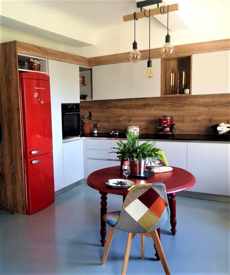 Pose et installation de cuisine sur Aix en provence salon de provence saint cannat avec céramique et Portes blanc mat velours silk, stratifié effet bois chêne naturel, plan de travail granit noir cuir du Zimbabwe